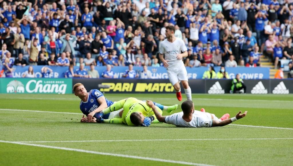 Đồng đội trên tuyển của Ronaldo tỏa sáng giúp Man City vượt ải Leicester  - Ảnh 3.