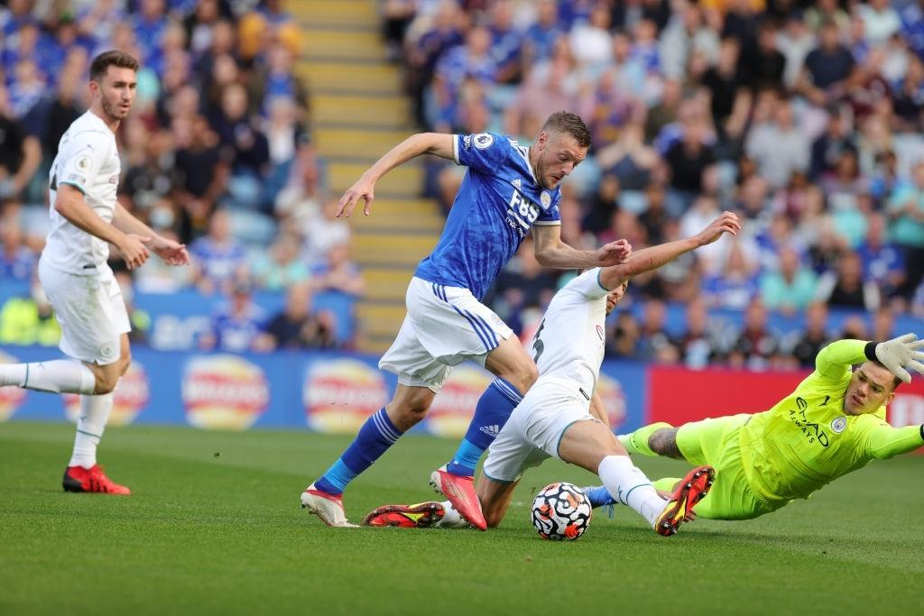 Đồng đội trên tuyển của Ronaldo tỏa sáng giúp Man City vượt ải Leicester  - Ảnh 6.