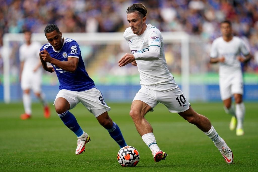 Đồng đội trên tuyển của Ronaldo tỏa sáng giúp Man City vượt ải Leicester  - Ảnh 2.