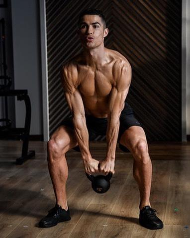 Ronaldo luôn tập luyện hết sức nghiêm túc trong phòng gym