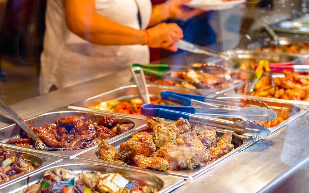 Chuyên gia thực phẩm tiết lộ những món 'bẩn nhất' trong nhà hàng buffet: Khách nào cũng thích nhưng có món đầu bếp còn từ chối ăn - Ảnh 1