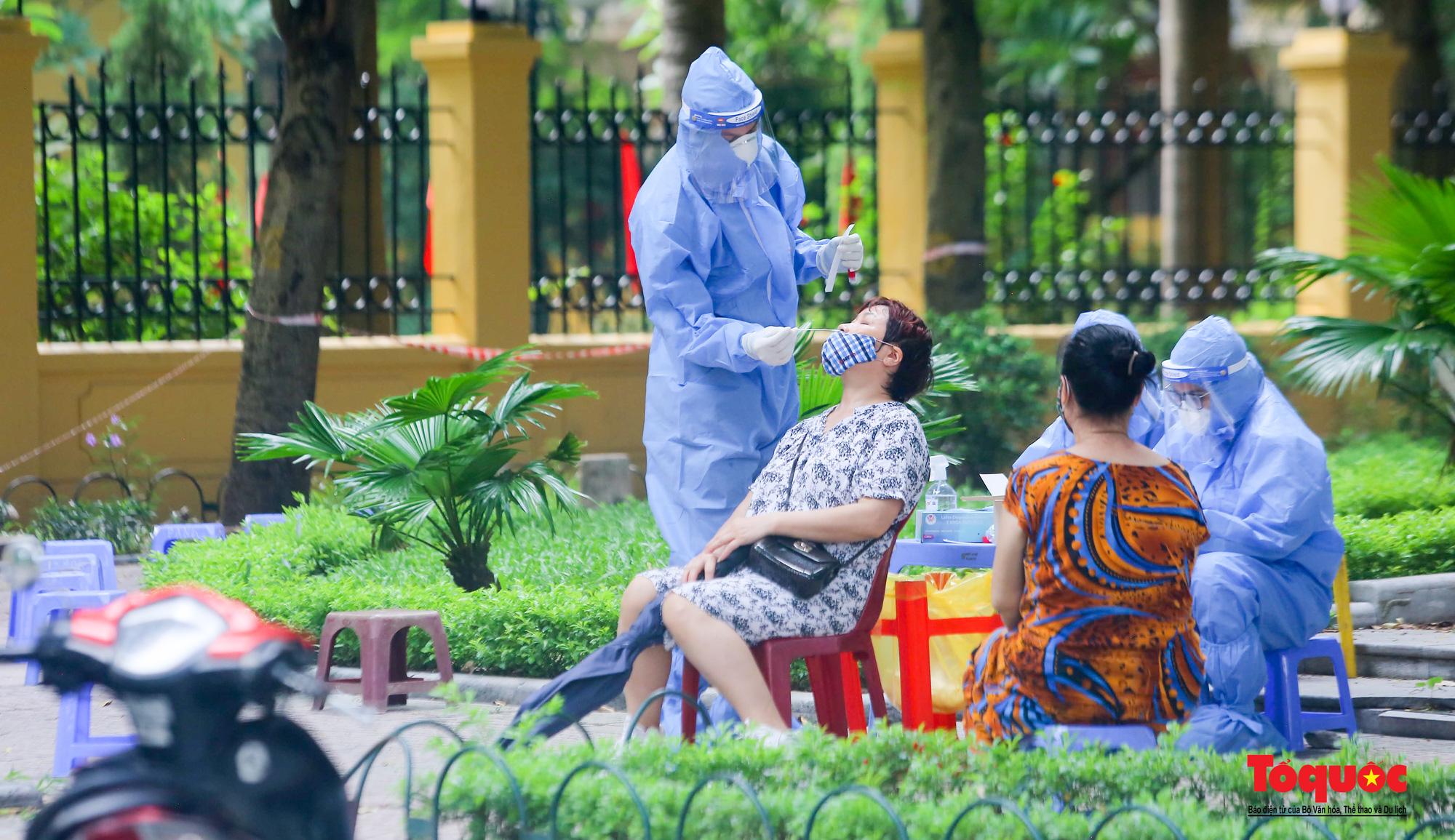 Hà Nội: Thần tốc xét nghiệm Covid-19 cho 100% người dân trên địa bàn - Ảnh 3.