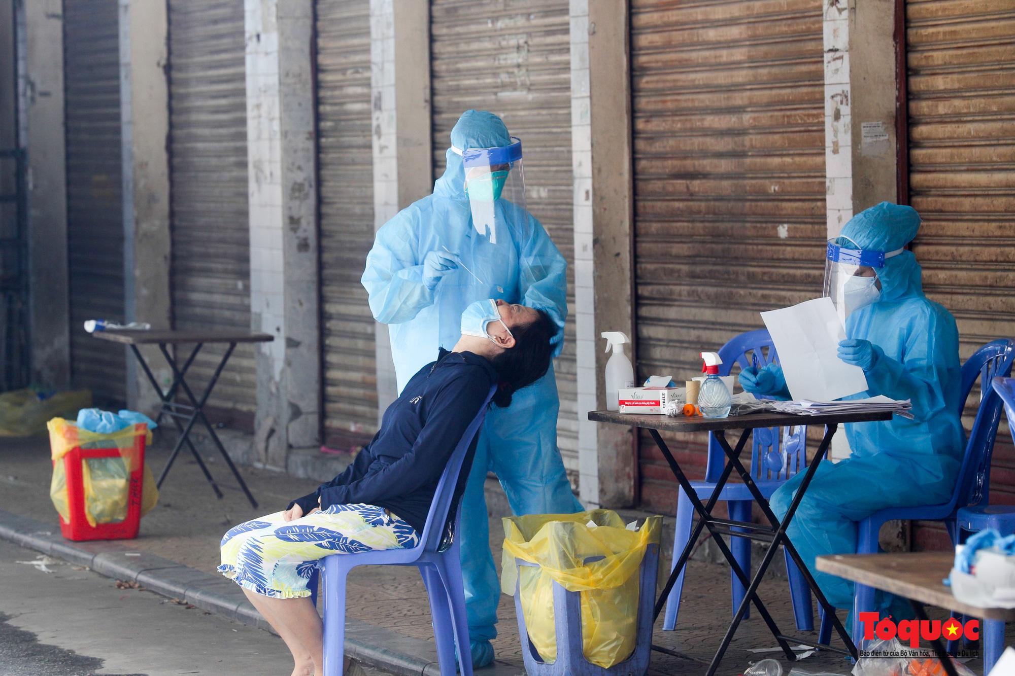 Hà Nội: Thần tốc xét nghiệm Covid-19 cho 100% người dân trên địa bàn - Ảnh 15.