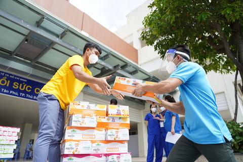 Vinamilk ủng hộ thêm 5 tỷ đồng sản phẩm dinh dưỡng và nhiều trang thiết bị y tế - Ảnh 2.