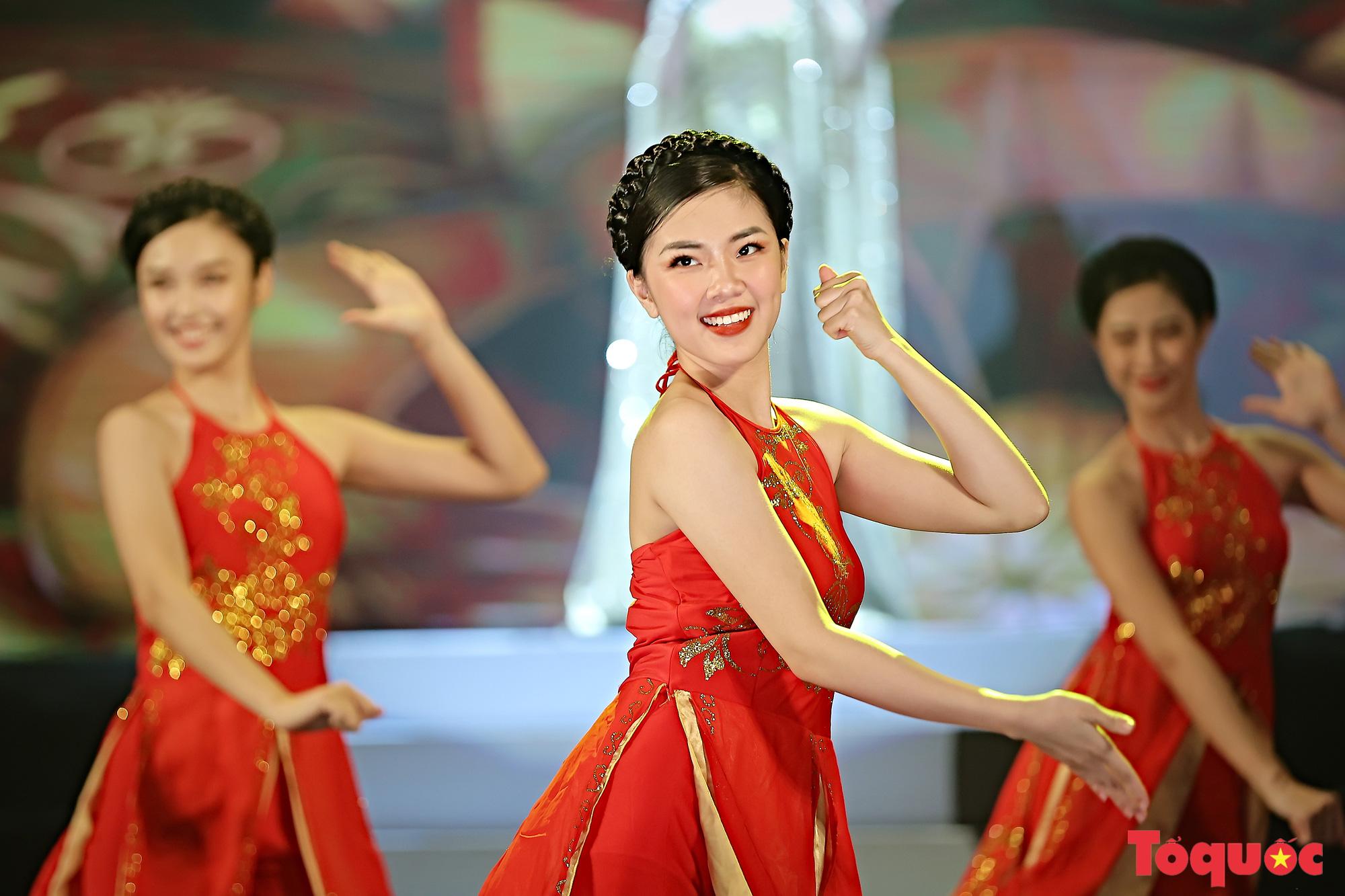 """Chương trình """"Giai điệu Việt"""": Món quà nghệ thuật đặc sắc của cộng đồng các dân tộc Việt Nam - Ảnh 8."""