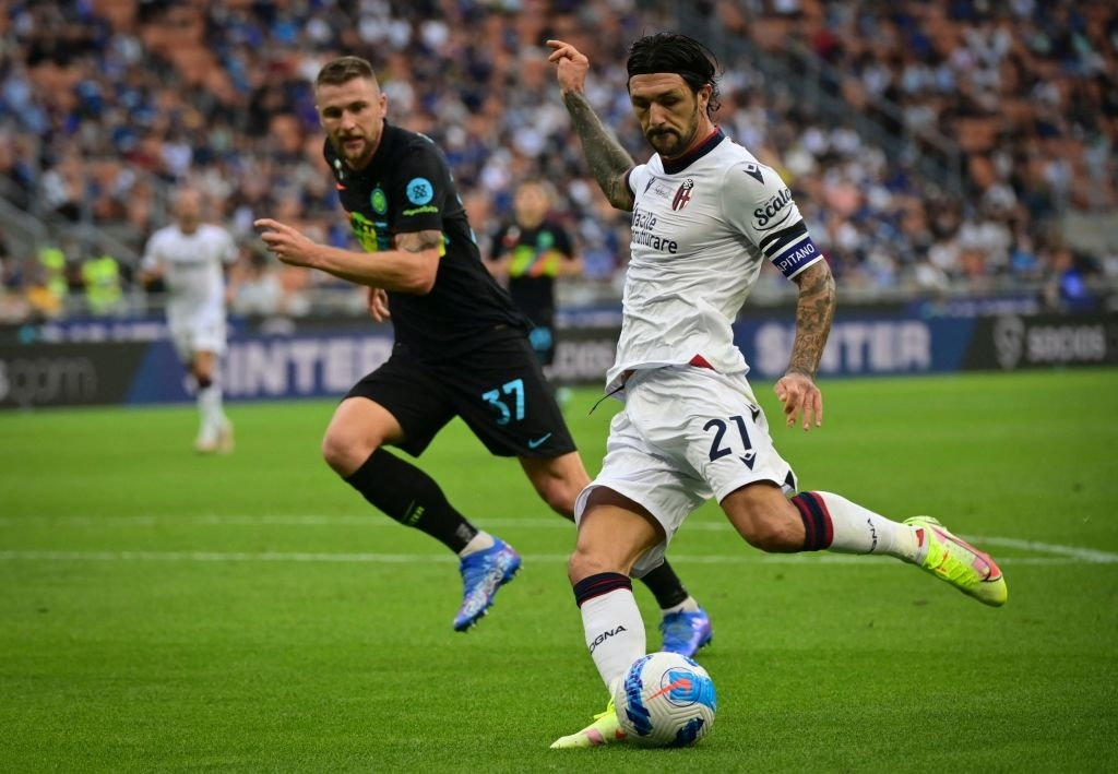 """Hậu vệ thay nhau tỏa sáng, Inter Milan """"đánh tennis"""" trên sân nhà trước Bologna - Ảnh 2."""