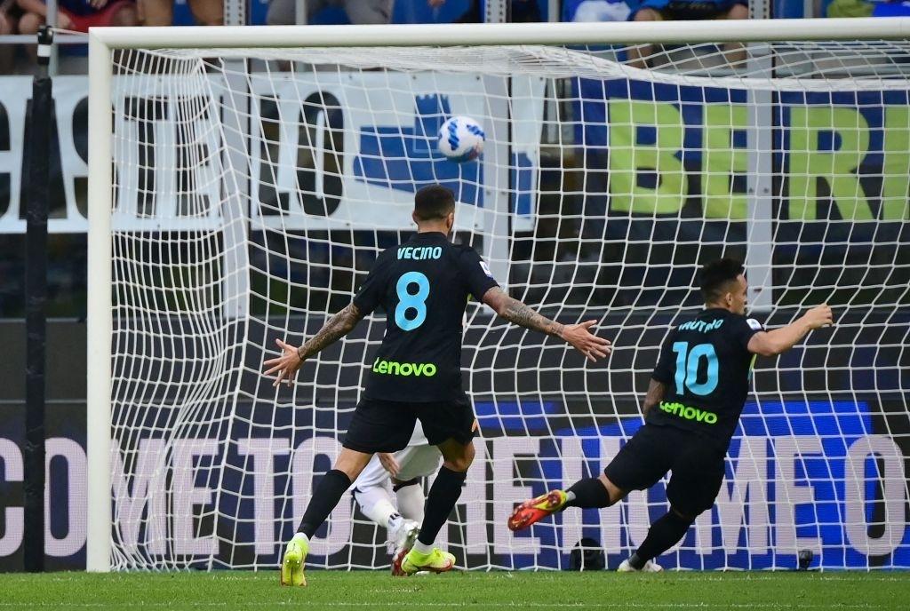 """Hậu vệ thay nhau tỏa sáng, Inter Milan """"đánh tennis"""" trên sân nhà trước Bologna - Ảnh 1."""