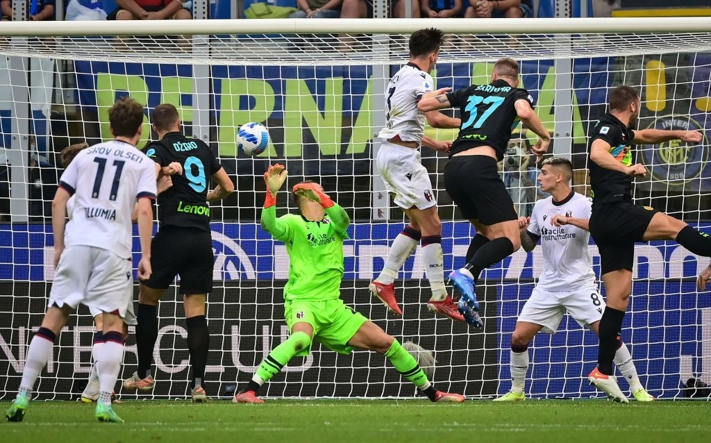"""Hậu vệ thay nhau tỏa sáng, Inter Milan """"đánh tennis"""" trên sân nhà trước Bologna - Ảnh 3."""
