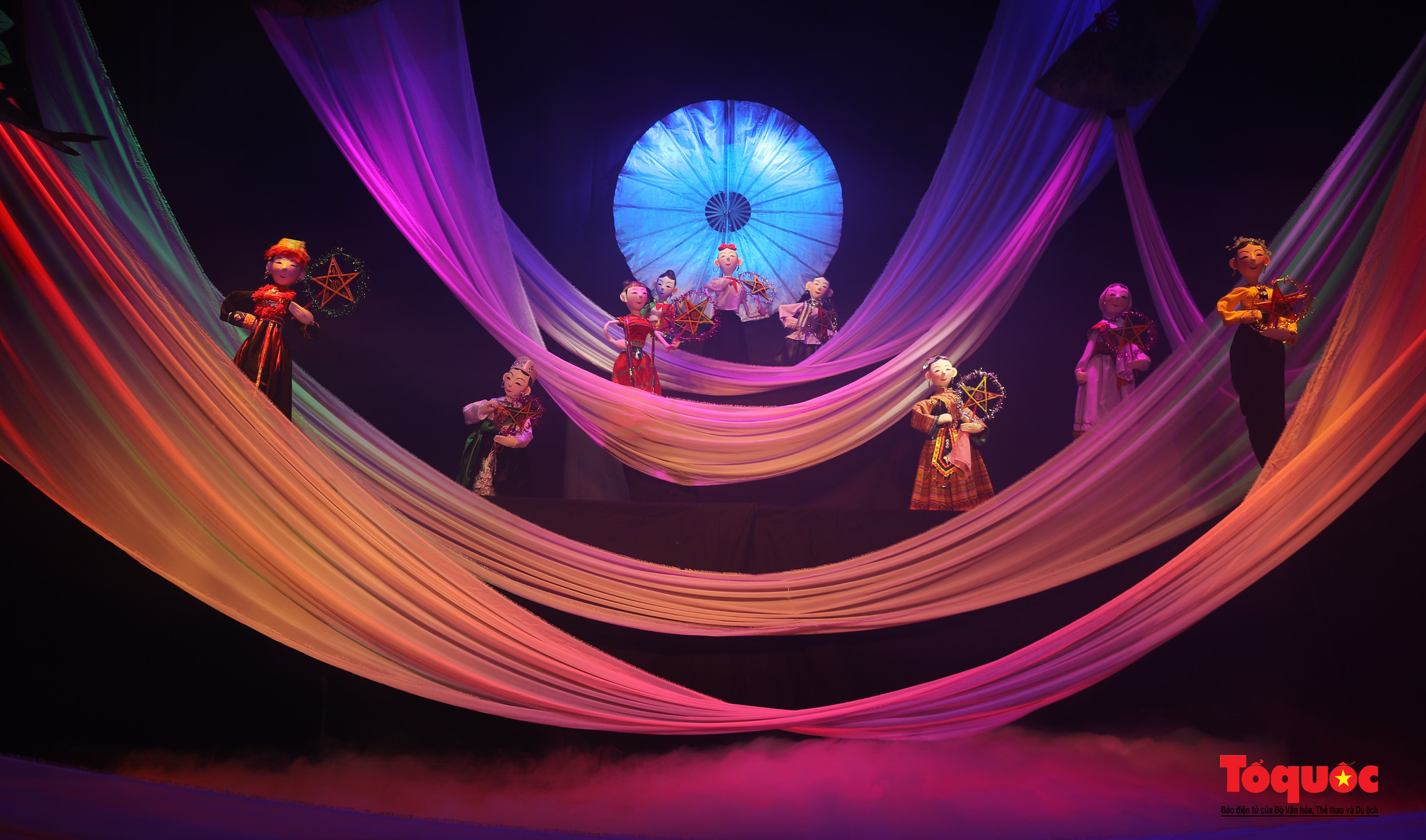 """Các nghệ sĩ múa rối hăng say luyện tập cho chương trình nghệ thuật online đặc biệt """"Trung thu cho em"""" - Ảnh 8."""