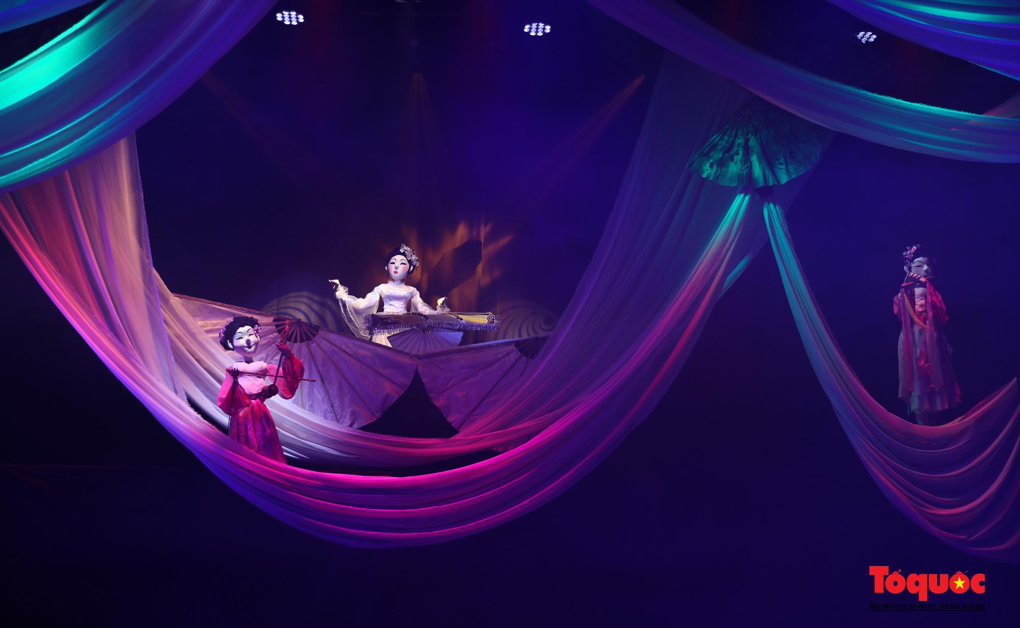 """Các nghệ sĩ múa rối hăng say luyện tập cho chương trình nghệ thuật online đặc biệt """"Trung thu cho em"""" - Ảnh 11."""