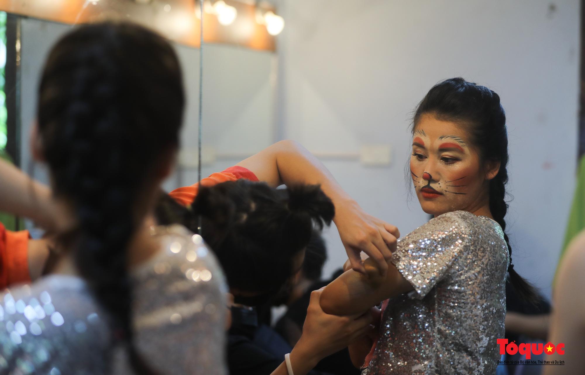 """Các nghệ sĩ múa rối hăng say luyện tập cho chương trình nghệ thuật online đặc biệt """"Trung thu cho em"""" - Ảnh 5."""