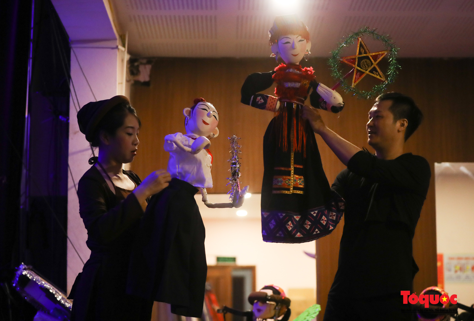 """Các nghệ sĩ múa rối hăng say luyện tập cho chương trình nghệ thuật online đặc biệt """"Trung thu cho em"""" - Ảnh 7."""