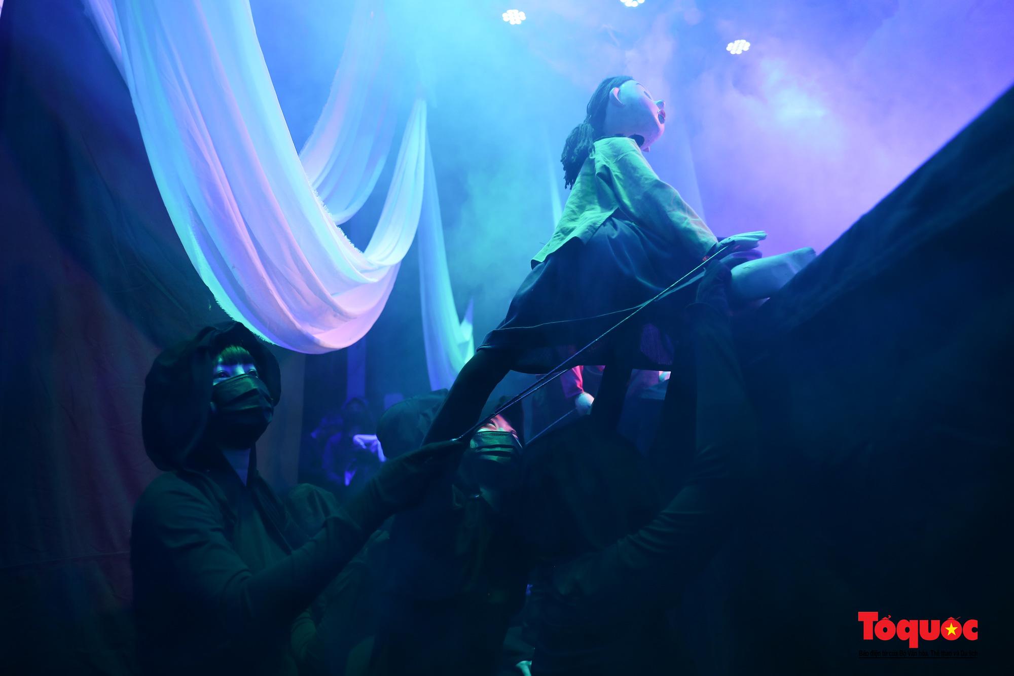 """Các nghệ sĩ múa rối hăng say luyện tập cho chương trình nghệ thuật online đặc biệt """"Trung thu cho em"""" - Ảnh 10."""