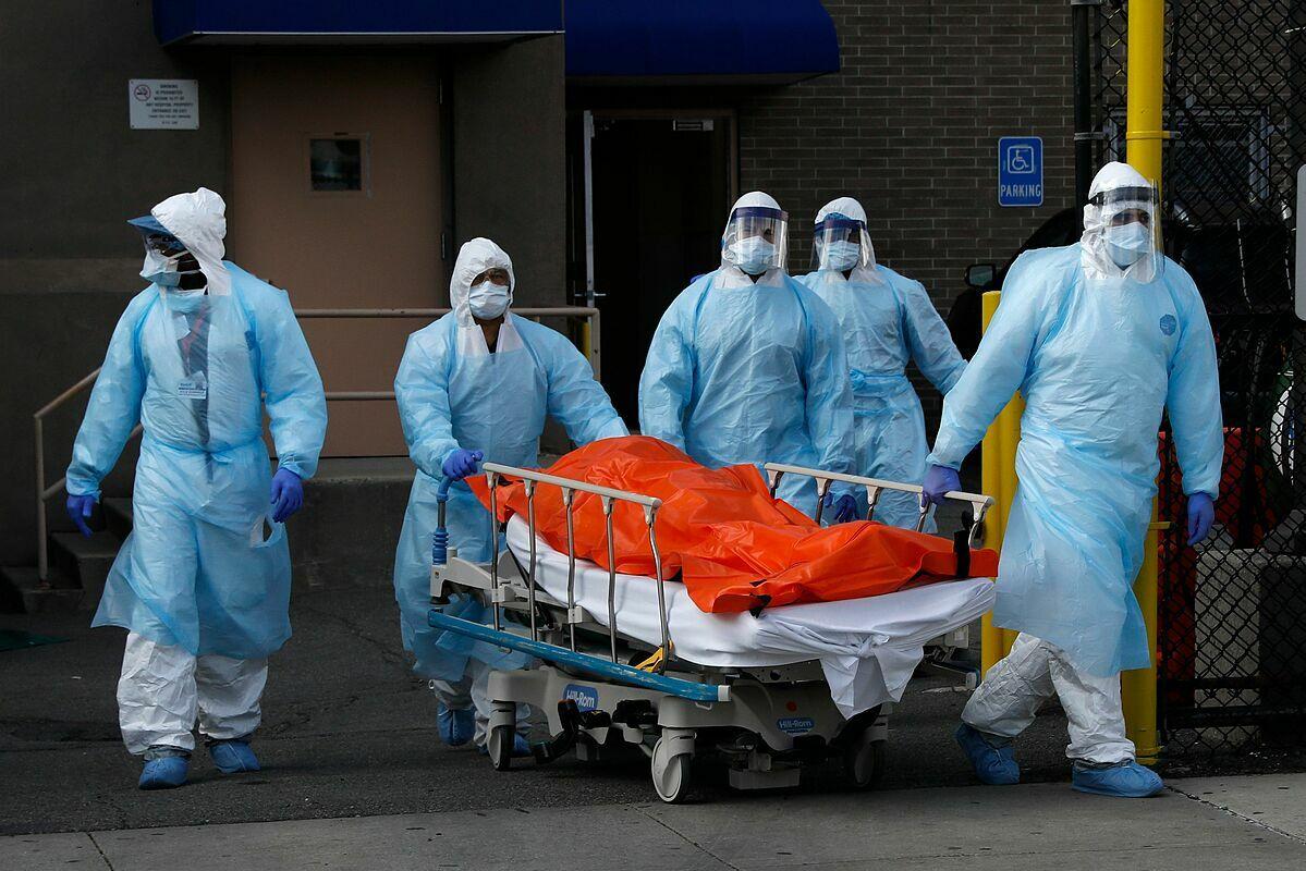 Sơn xe tang với dòng chữ đừng tiêm vắc xin, người Mỹ đang làm mọi cách để chặn dịch - Ảnh 2.