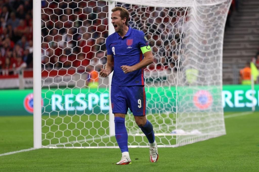 Đội trưởng ĐT Anh nâng tỉ số lên 2-0