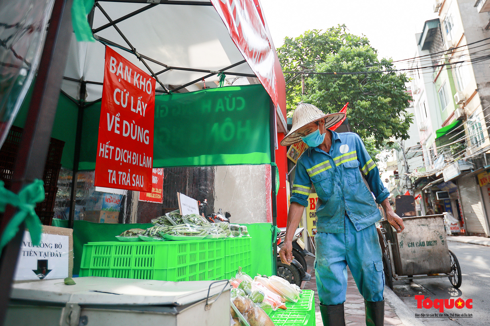 Hà Nội: Cửa hàng thiết yếu không người bán, người mua cũng không cần phải trả tiền ngay - Ảnh 12.