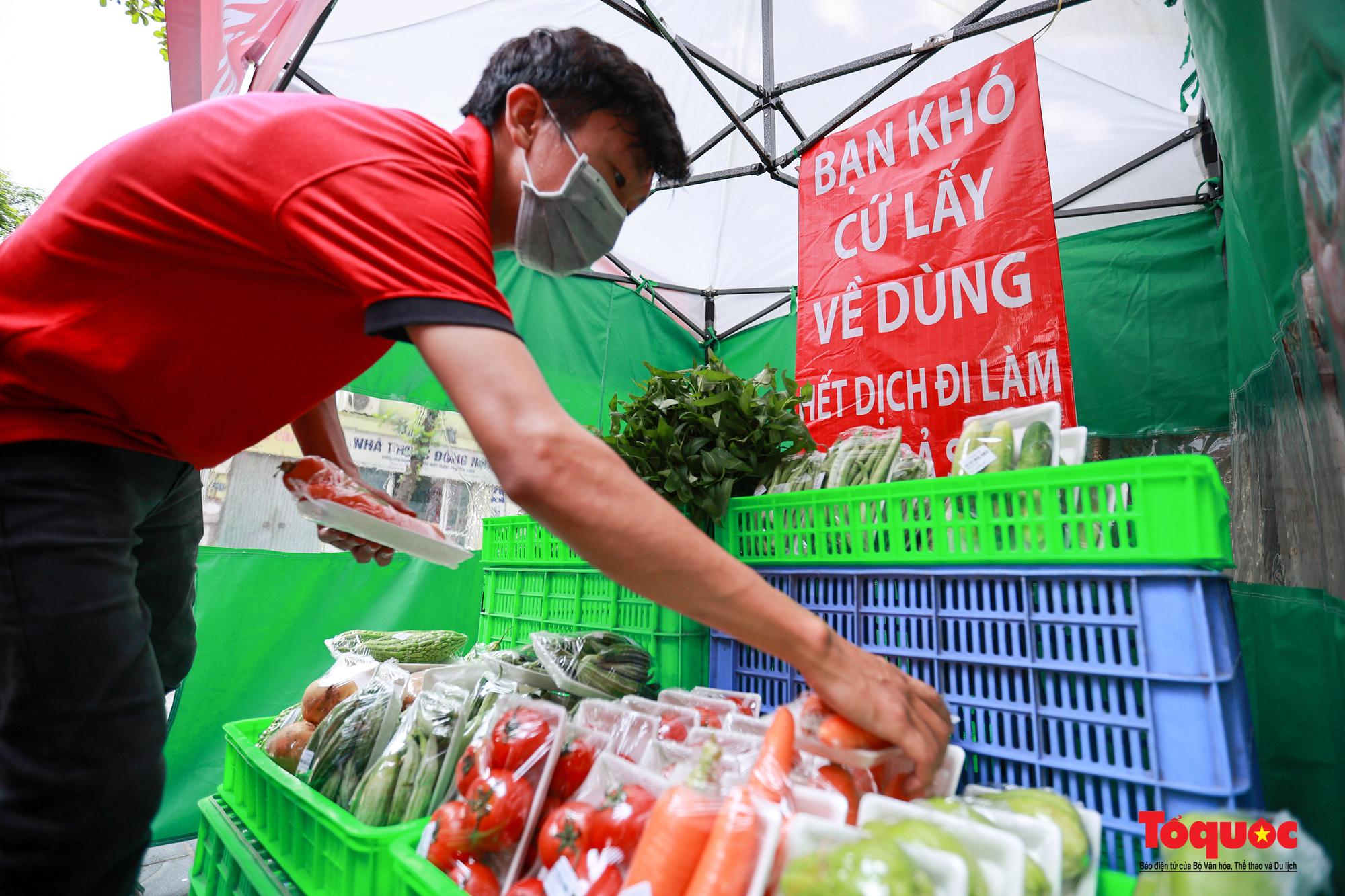 Hà Nội: Cửa hàng thiết yếu không người bán, người mua cũng không cần phải trả tiền ngay - Ảnh 6.