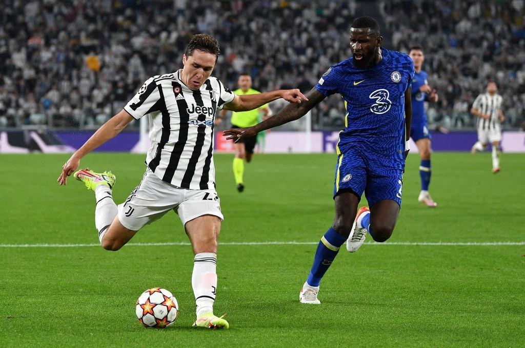 Federico Chiesa bỏ lỡ cơ hội tốt nhất trong hiệp một của Juve