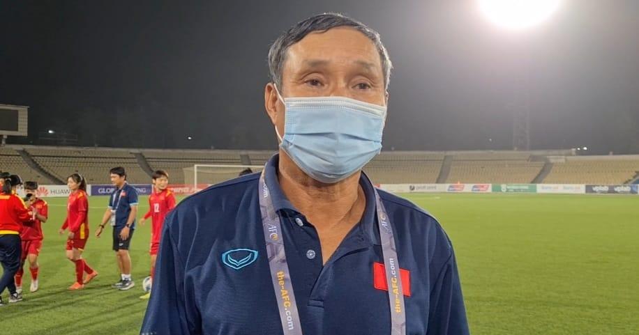 Nhất bảng với 23 bàn thắng, HLV Mai Đức Chung vẫn trăn trở về lối chơi của tuyển nữ Việt Nam - Ảnh 1.