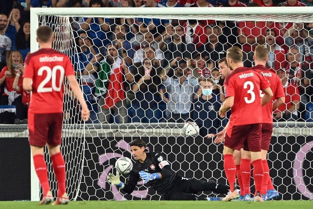 Jorginho đá hỏng 11m, Italia hoà Thuỵ Sĩ trong trận cầu không bàn thắng - Ảnh 6.