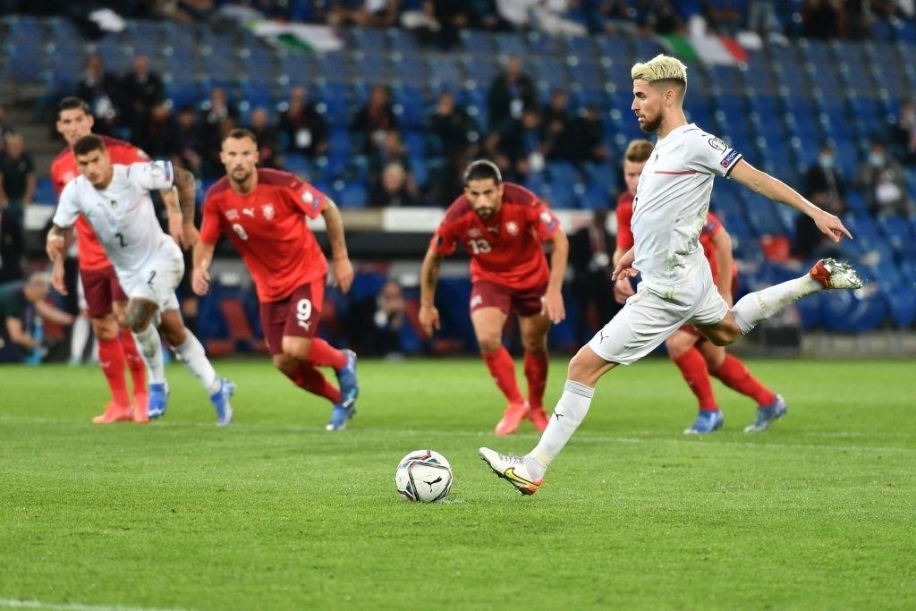 Jorginho đá hỏng 11m, Italia hoà Thuỵ Sĩ trong trận cầu không bàn thắng - Ảnh 7.