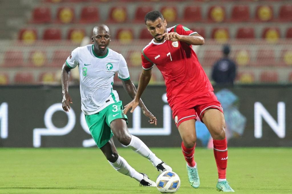 Giành chiến thắng nhọc nhằn trước Oman, Saudi Arabia giữ vững ngôi nhì bảng sau hai lượt trận - Ảnh 3.