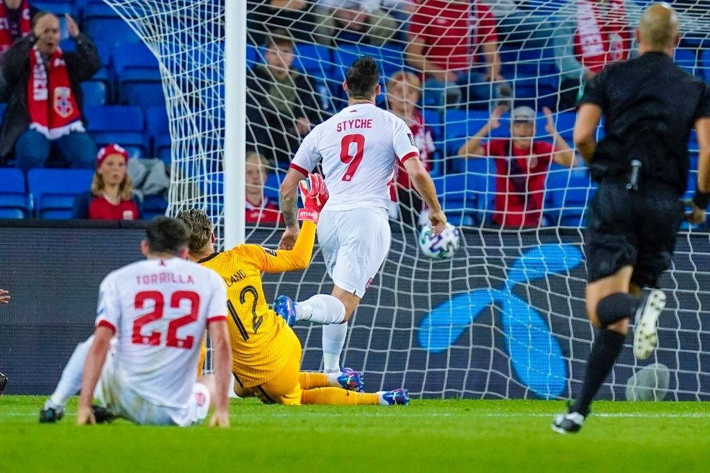 Haaland lập hat-trick giúp Na Uy đại thắng - Ảnh 2.