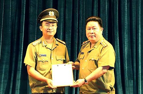 Trung Tướng Bùi Văn Thành Trao Quyết Định Bổ Nhiệm Cho Tân Phó Giám Đốc Công  An Tỉnh Hải Dương
