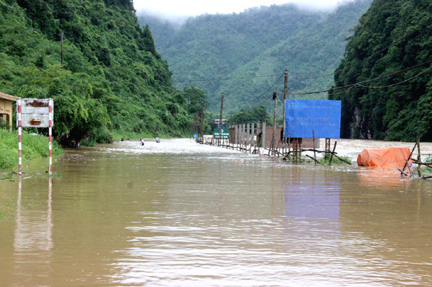 Tuyến đường QL4C Hà Giang đi Đồng Văn bị ngập trưa và chiều ngày 24.6