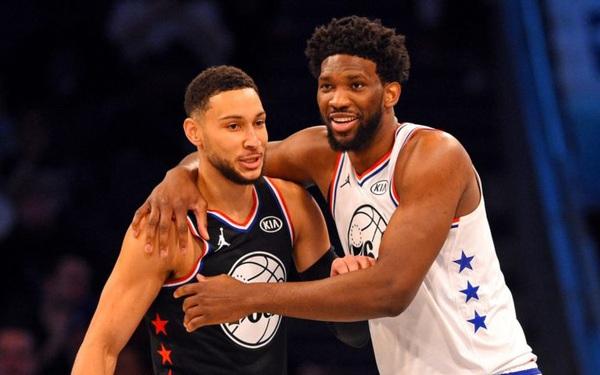"""Đi cắt tóc dính Covid-19, Ben Simmons và Joel Embiid """"nghỉ chơi"""" NBA All Star"""