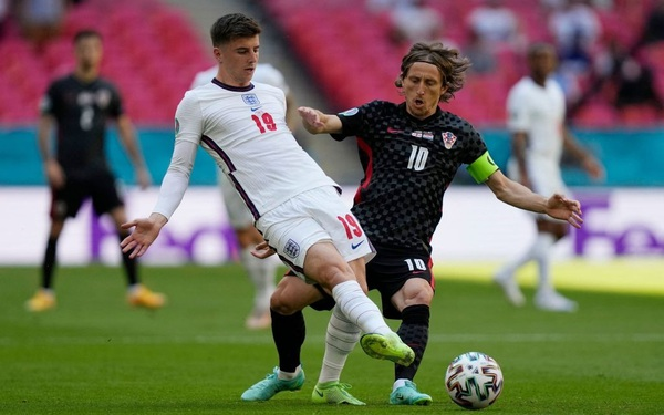 Đội nhà cả trận không có cú đá nào ra hồn, HLV của Croatia phát biểu trong sự ngưỡng mộ: Tuyển Anh quá mạnh