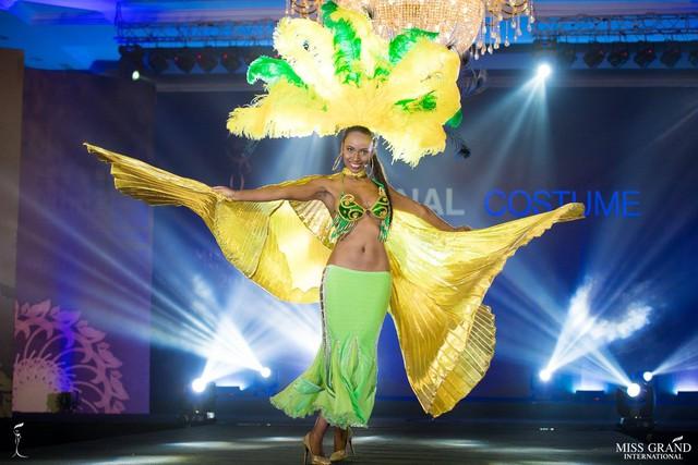 Ngắm những trang phục dân tộc ấn tượng của các hoa hậu thế giới tại Miss Grand International 2018 - Ảnh 15.