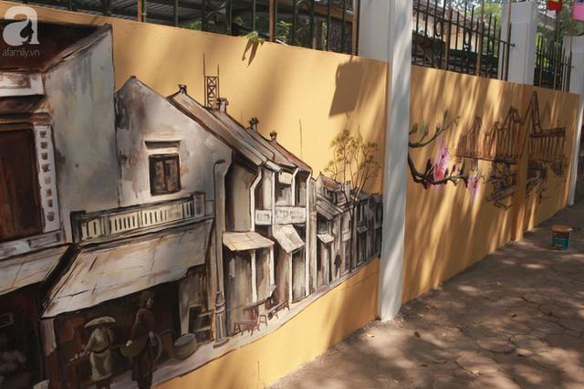 Hà Nội: Nhiều người ngỡ ngàng trước bức tường cũ kỹ trên phố Phan Đình Phùng được khoác áo mới - Ảnh 3.