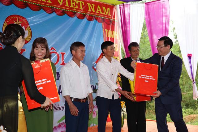 Phó Thủ tướng Vương Đình Huệ  tham dự ngày hội Đại đoàn kết ở Thanh Lương – Nghệ An - Ảnh 3.