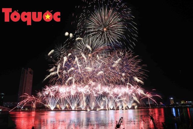 """Lễ hội pháo hoa quốc tế Đà Nẵng 2019: """"Những dòng sông kể chuyện"""" - Ảnh 1."""