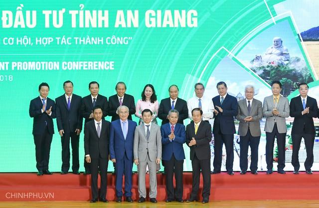 Thủ tướng Nguyễn Xuân Phúc nói gì trước trận Việt Nam vs Malaysia? - Ảnh 1.