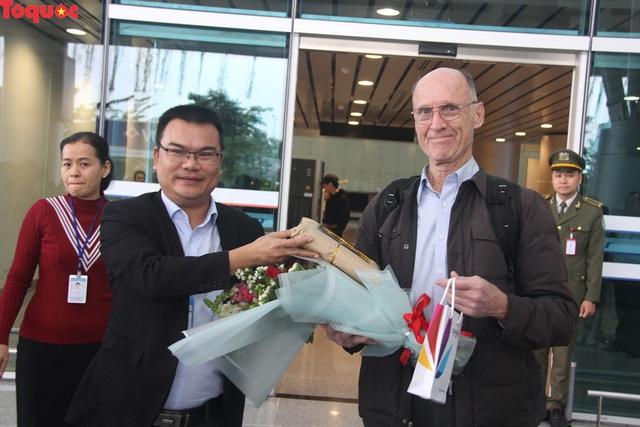 """Du khách trên chuyến bay đầu tiên tới Đà Nẵng đầu năm 2019: """"Chúng tôi bất ngờ với sự đón tiếp nồng hậu và thân thiện..."""" - Ảnh 2."""