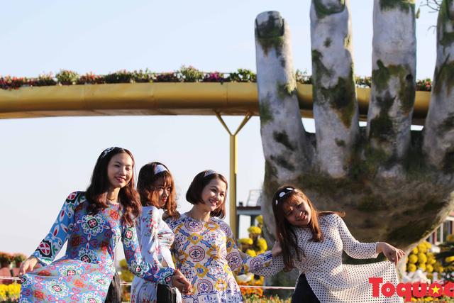 Người dân và du khách mê mẩn đường hoa Đà Nẵng Tết Kỷ Hợi 2019 - Ảnh 15.