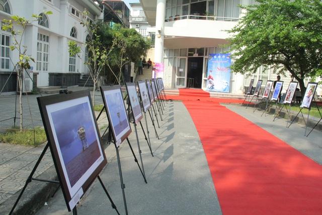 """Triển lãm ảnh """"Nơi đầu sóng"""" tại Đại học Văn hóa Hà Nội - Ảnh 19."""