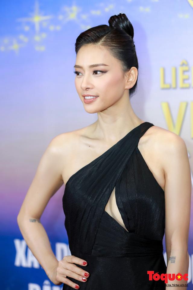 Hình ảnh Ngô Thanh Vân rạng rỡ đón 2 giải bông sen  vàng và bạc trong lễ bế mạc liên hoan phim Việt Nam - Ảnh 6.