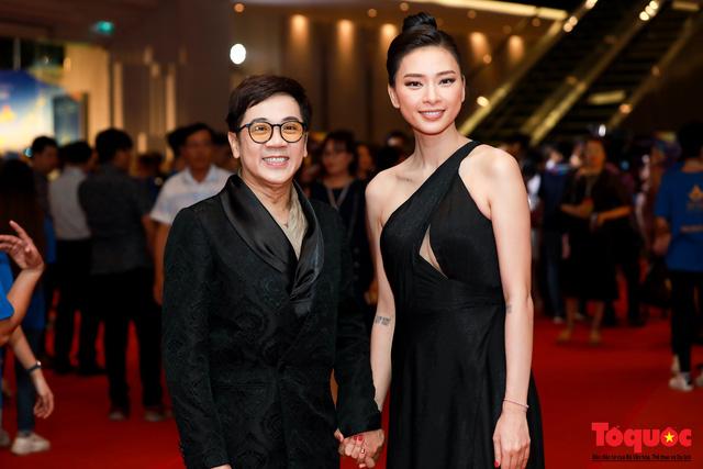 Hình ảnh Ngô Thanh Vân rạng rỡ đón 2 giải bông sen  vàng và bạc trong lễ bế mạc liên hoan phim Việt Nam - Ảnh 8.