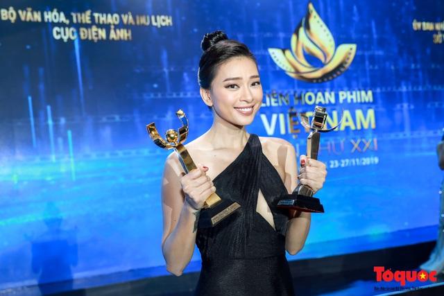Hình ảnh Ngô Thanh Vân rạng rỡ đón 2 giải bông sen  vàng và bạc trong lễ bế mạc liên hoan phim Việt Nam - Ảnh 11.