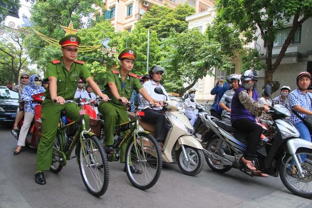 Xây dựng lực lượng Công an nhân dân theo phong cách đạo đức Hồ Chí Minh - Ảnh 2.