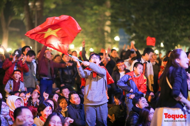 Biển người hò reo ăn mừng huy chương vàng SEA Games 30 của U22 Việt Nam - Ảnh 17.