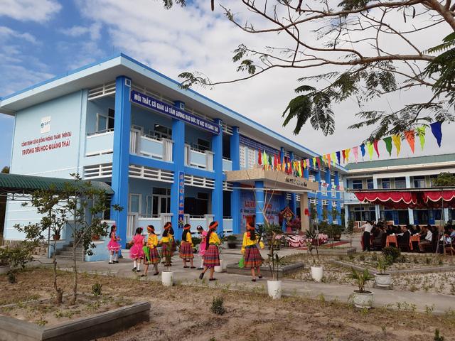 Học sinh vùng rốn lũ Thừa Thiên Huế có trường học mới kiêm chỗ phòng tránh thiên tai - Ảnh 1.