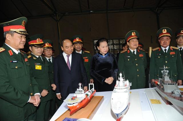 Thủ tướng, Chủ tịch Quốc hội dự lễ kỷ niệm 30 năm Ngày hội Quốc phòng toàn dân và 75 năm Ngày thành lập QĐND Việt Nam - Ảnh 2.