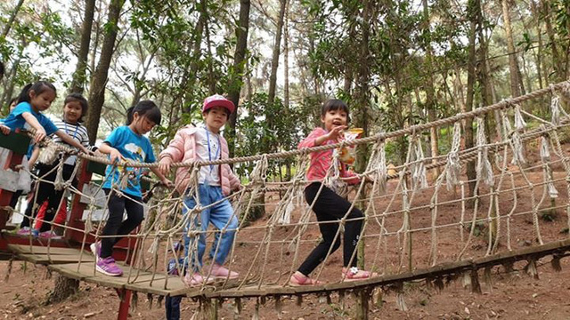 Hà Nội yêu cầu trường học không tổ chức hoạt động, sự kiện tập trung đông người - Ảnh 2.