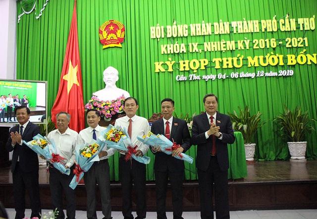 HĐND Cần Thơ, Hải Phòng miễn nhiệm, bầu nhiều chức danh mới - Ảnh 1.