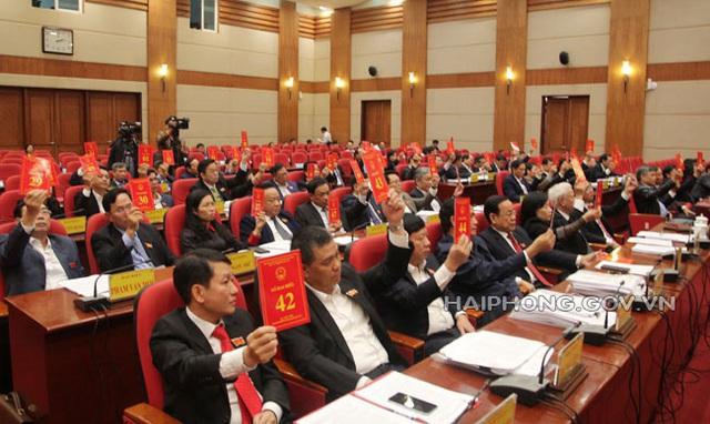 HĐND Cần Thơ, Hải Phòng miễn nhiệm, bầu nhiều chức danh mới - Ảnh 2.