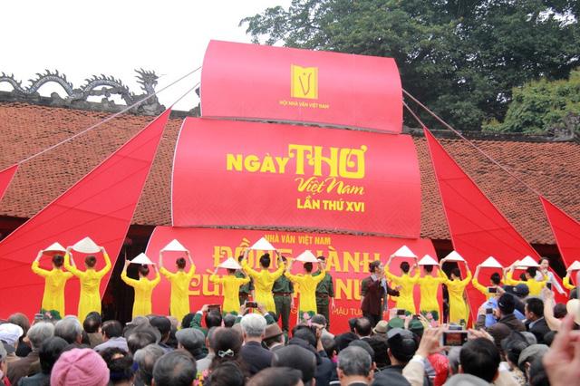 """Ngày thơ Việt Nam 2019 - Sự kiện văn học """"ba trong một"""" và cơ hội quảng bá văn chương Việt Nam - Ảnh 1."""